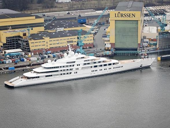 le yacht géant : Azzam