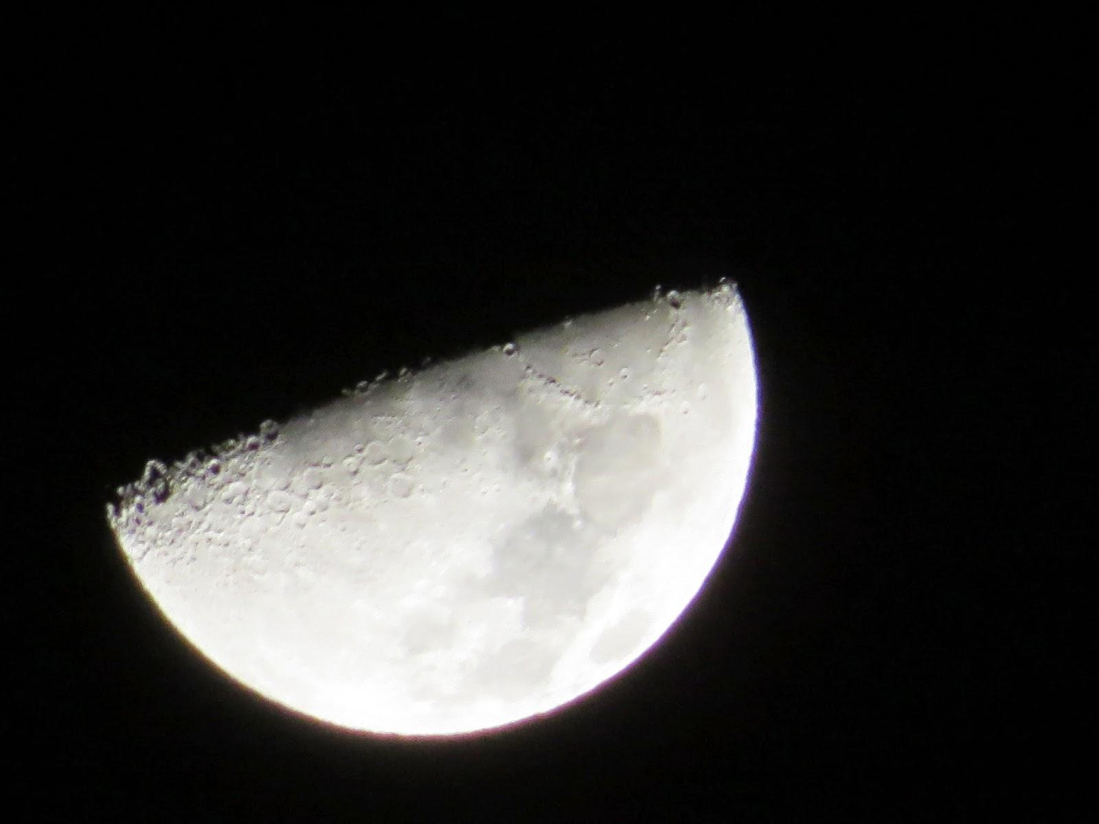 Bulan Separuh (Foto / Admin Bingkai Fotografi)