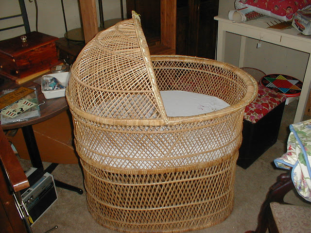 Antique Bassinet Wicker2