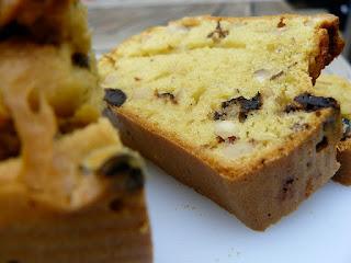 cake aux olives light épices, basilic et graines de sésame