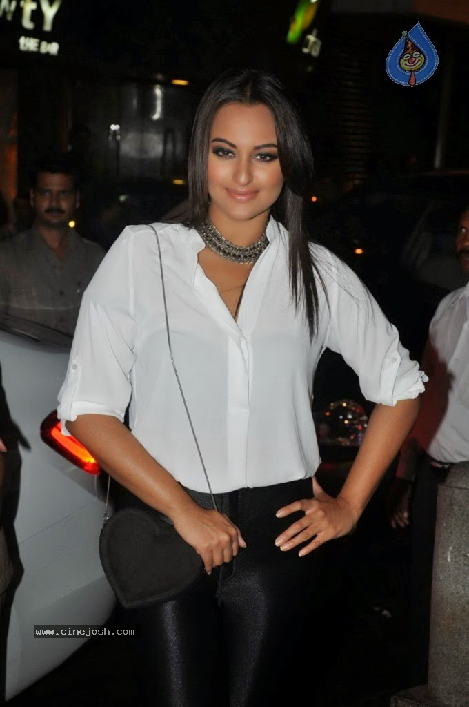 Sonakshi Sinha The Ultimate Indian Bollywood Queen Beautiful Pics Collection