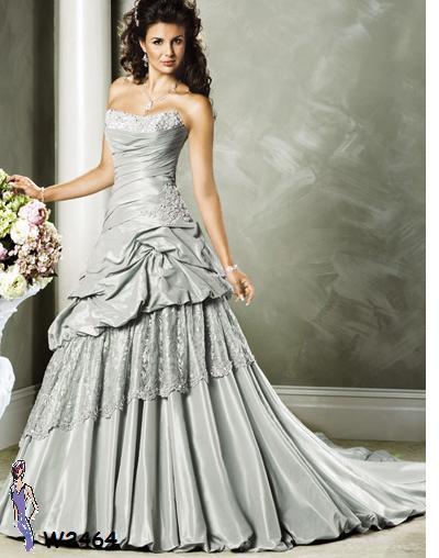 Jika pada malam hari sebaiknya memilih gaun-gaun yang agak panjang ...