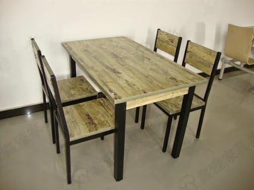 Meja makan dari jati belanda 4 kursi