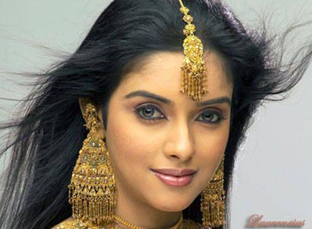 Foto-Asin-Thottumkal-Arttis-Seksi-Bollywood