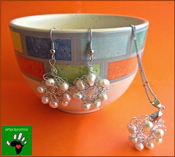 Parure in filo argentato e perle di fiume a crochet