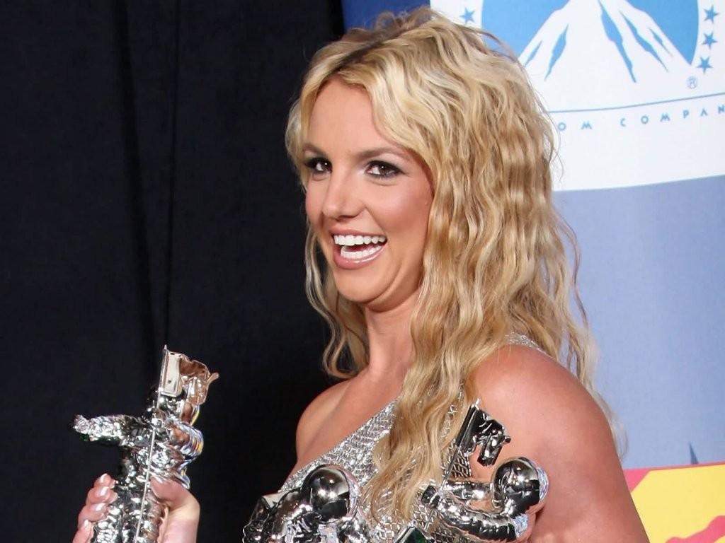 http://1.bp.blogspot.com/-ZOHbld0jkRM/TfuLtA0zKdI/AAAAAAAAFm0/uyYty9MLq5k/s1600/Britney_Spears_in_smile_11991.jpg