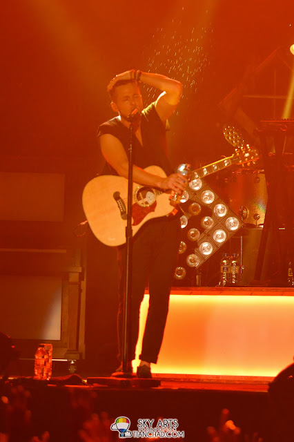 A splash of water to style your hair OneRepublic Native Live in Malaysia 2013