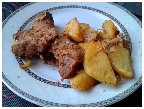 Karkówka z woreczka z cebulą i ziemniakami