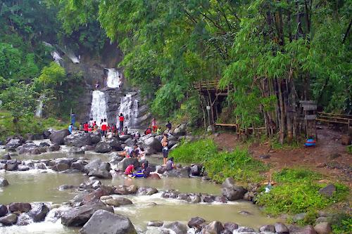 Pengunjung Air Terjun Curug Tujuh Bidadari Semarang