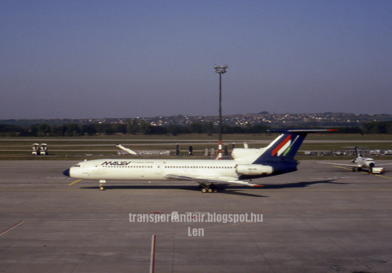 Malév Tupoljev Tu-154B2 Ferihegy Airport  taransportandair.blogspot.hu   -Len-