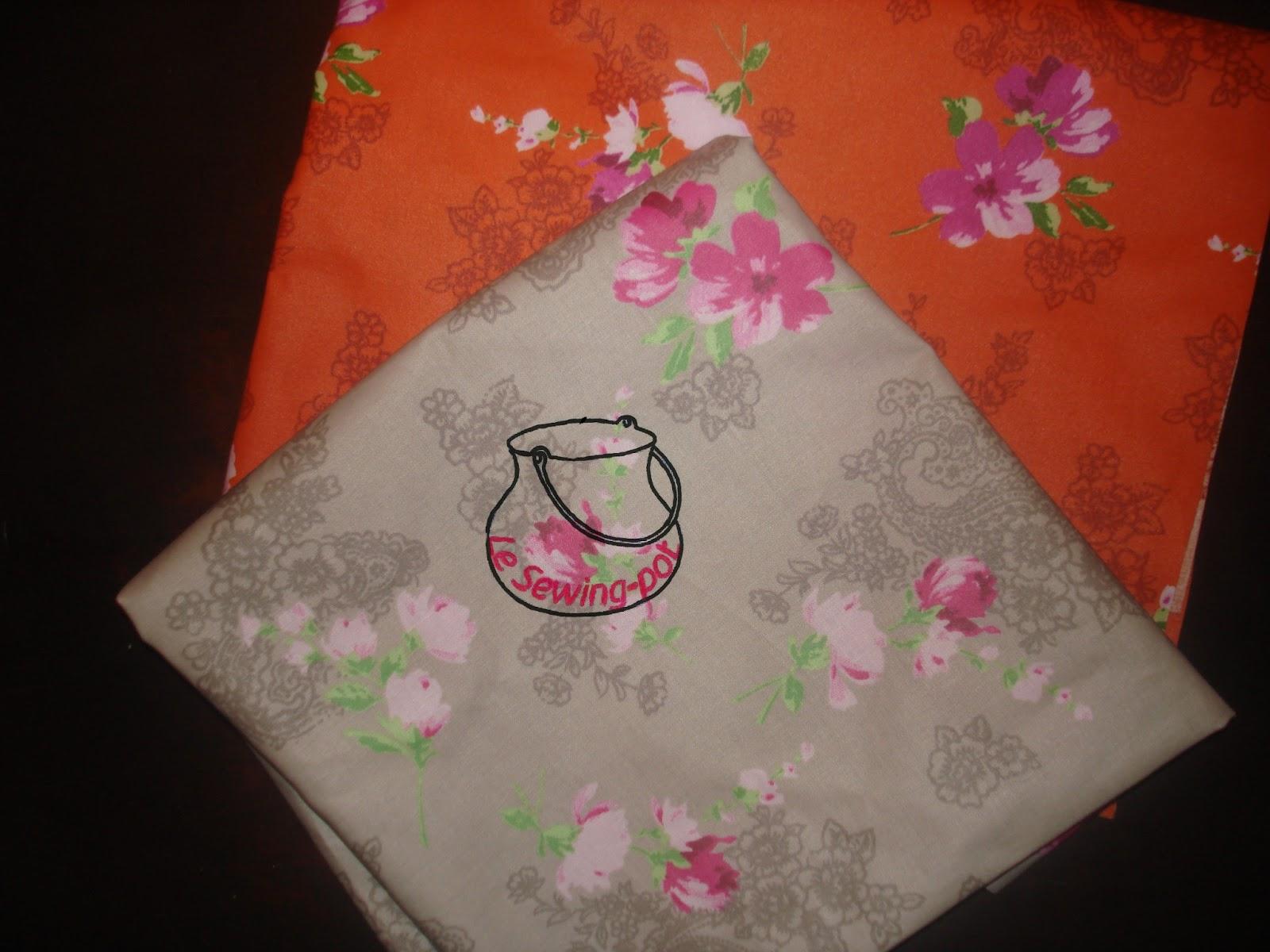 tissu disponible toile enduite grise et orange à fleurs