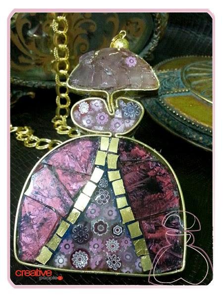 Menina realizada por Sylvia Lopez Morant con cristales Van Gogh, Murano y minifioris
