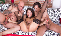 Hot threesome with Omar GAlanti and Steve Holmes