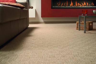 Fjerne rødvinsflekker på teppe
