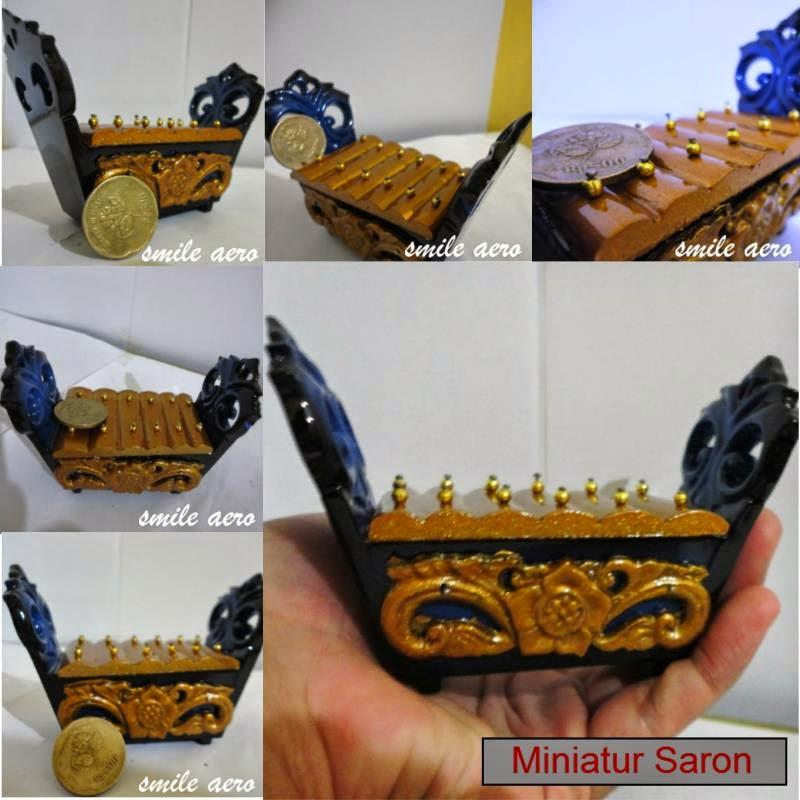 miniatur alat musik
