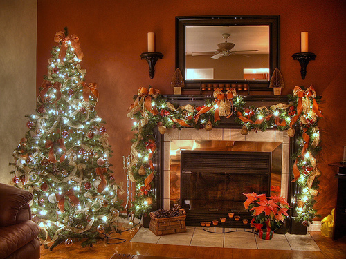 Fireplace decorating picking out fireplace d cor for for Christmas decorations for inside the home