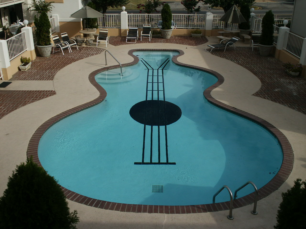 Decora o e ideias piscinas de ver o com formas incomuns - Formas de piscinas ...