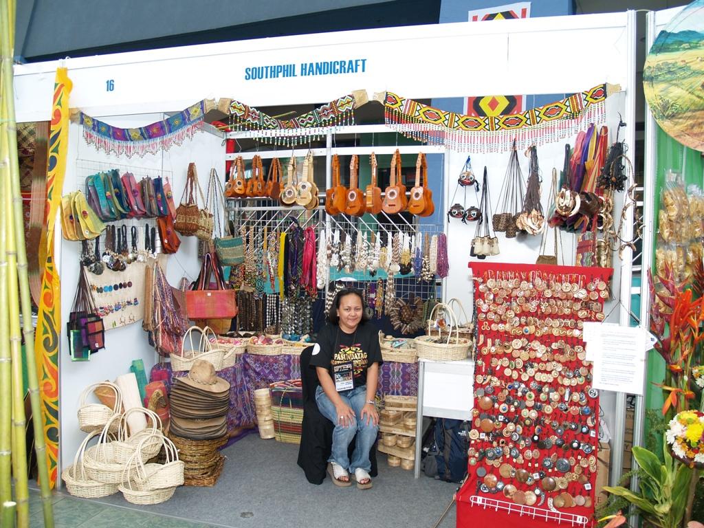 pasundayag Iton pasundayag o ispektákulo usa nga artistika nga pagpahayag o paghatag hin kali-awan.