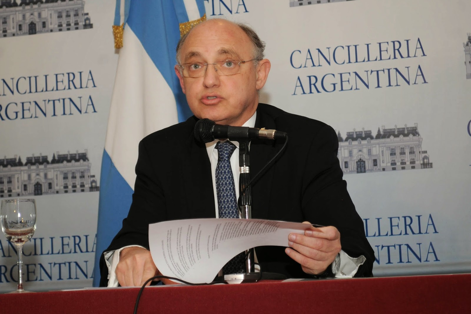 Chanceler judeu argentino deixa Amia