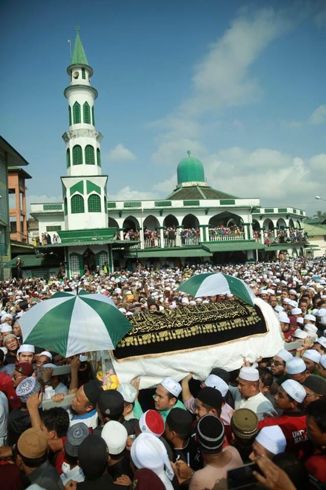 Gambar Sekitar Pengebumian Allahyarham Datuk Nik Abdul Aziz