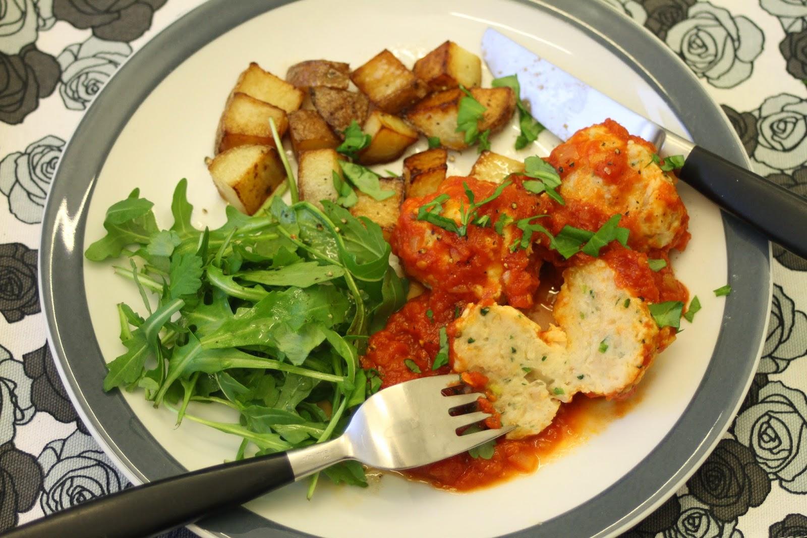 Kalapyörykät tomaattikastikkeessa