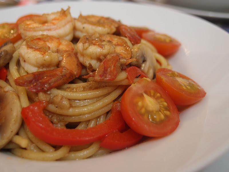Spicy spaghetti with prawns