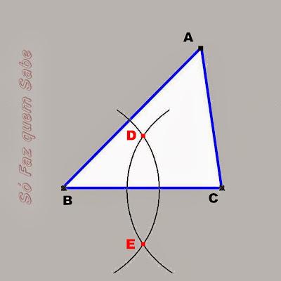 Traçando outro arco e achando-se os pontos D e  E para definir a mediatriz do segmento BC