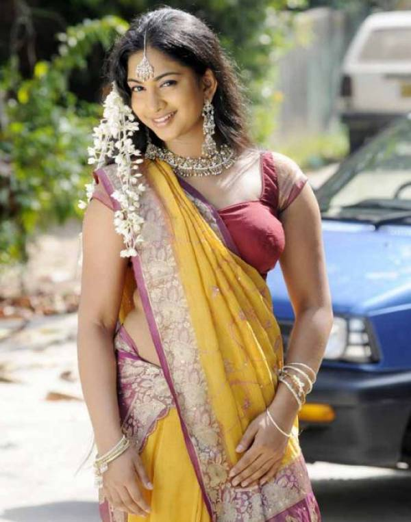 Mallu Aunty Saree Without Blouse
