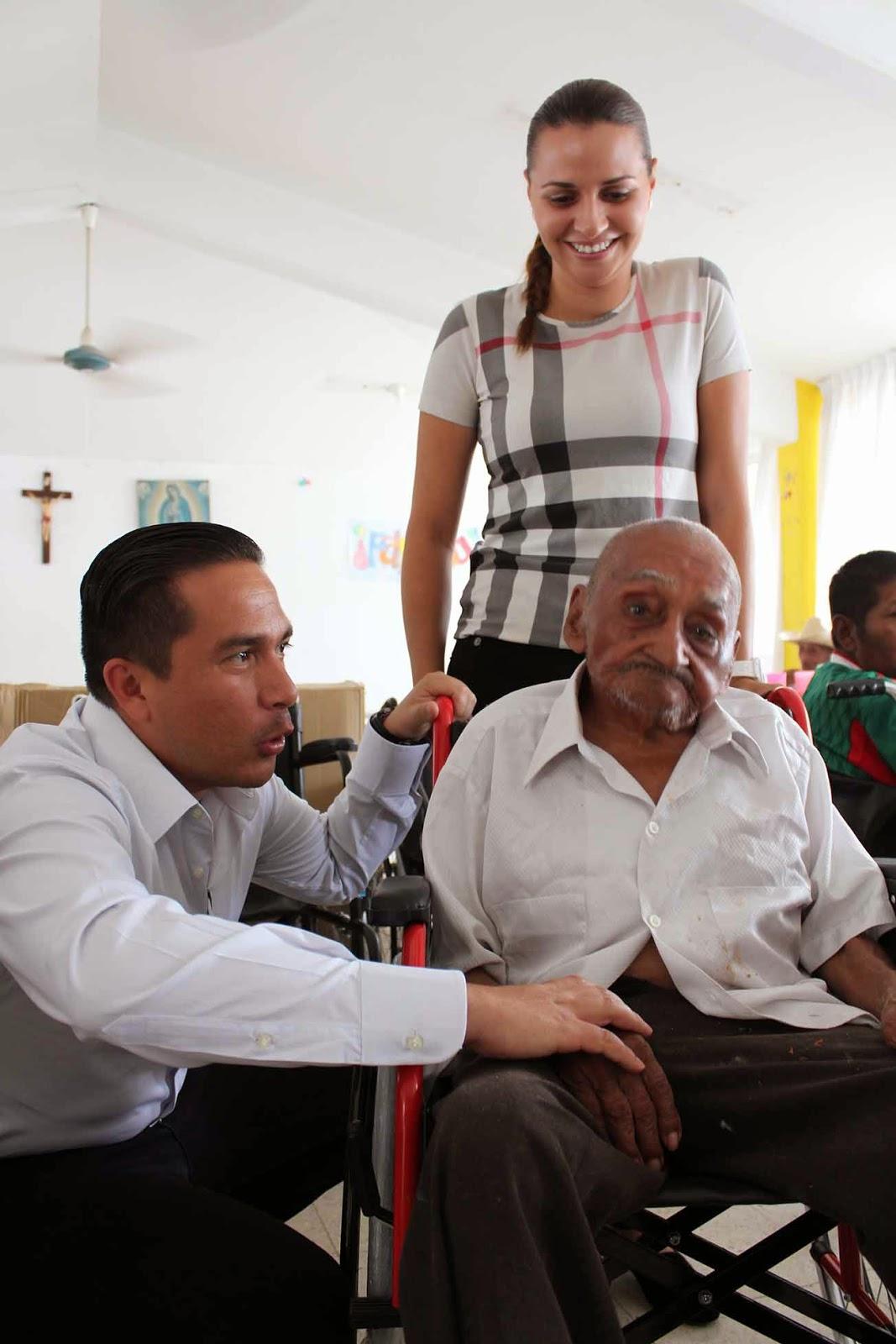 Periodistas frontera sur voluntariado de la secretar a del trabajo en pro de casa hogar para - Casa para ancianos ...
