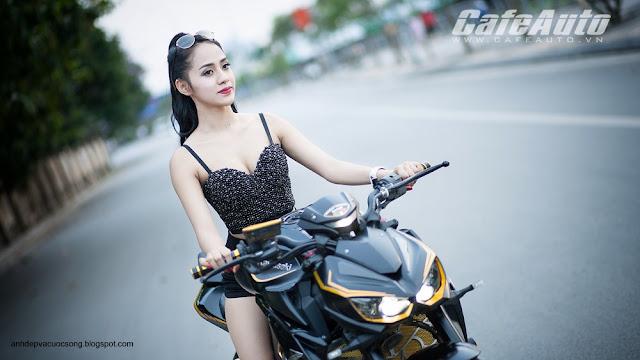 Người đẹp gợi cảm đọ dáng cùng Kawasaki Z1000 2