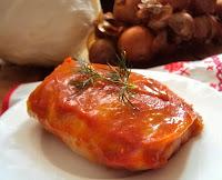 Tradycyjne gołąbki z ryżem w sosie pomidorowym