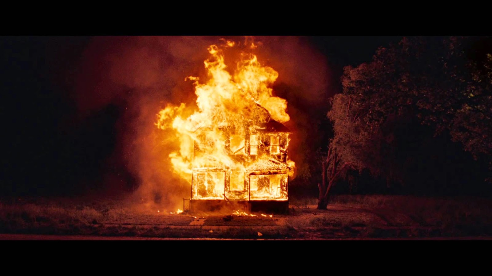 Maison en feu dans Lost River, de Ryan Gosling (2015)