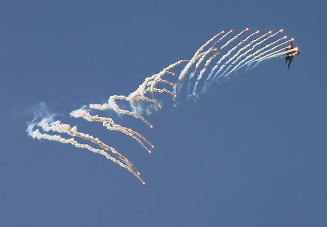 Su-27 flanker flare
