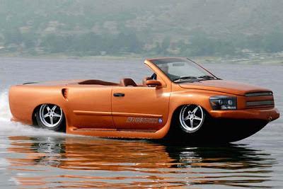 صورة مظهر جانبي لسيارة تسير في البر و الماء