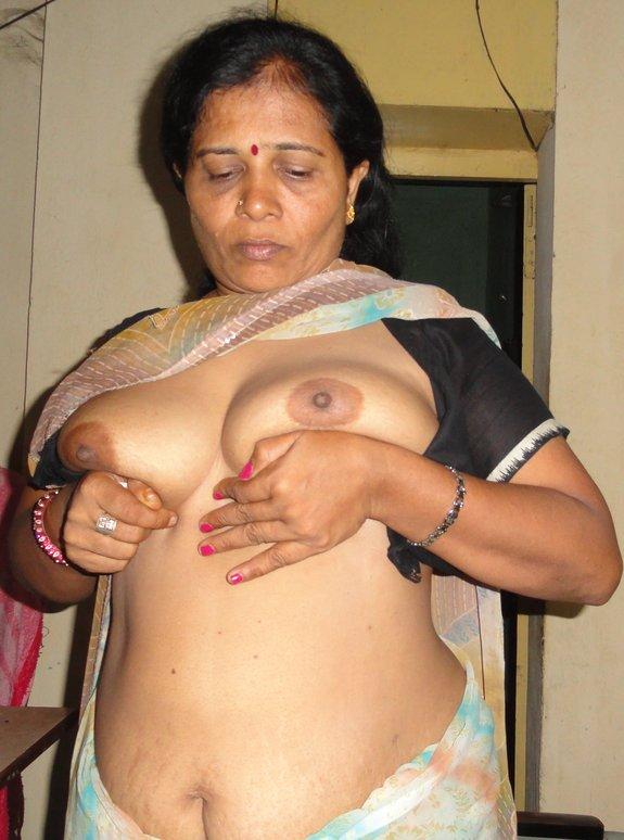 ... Indian Desi Bhabhi. Hot girls, Naked And Nude : desi NIPPLE AND BOOBS
