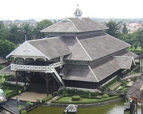 Download this Kalimantan Selatan Dikenal Dengan Sebutan Rumah Banjar Bubungan Tinggi picture