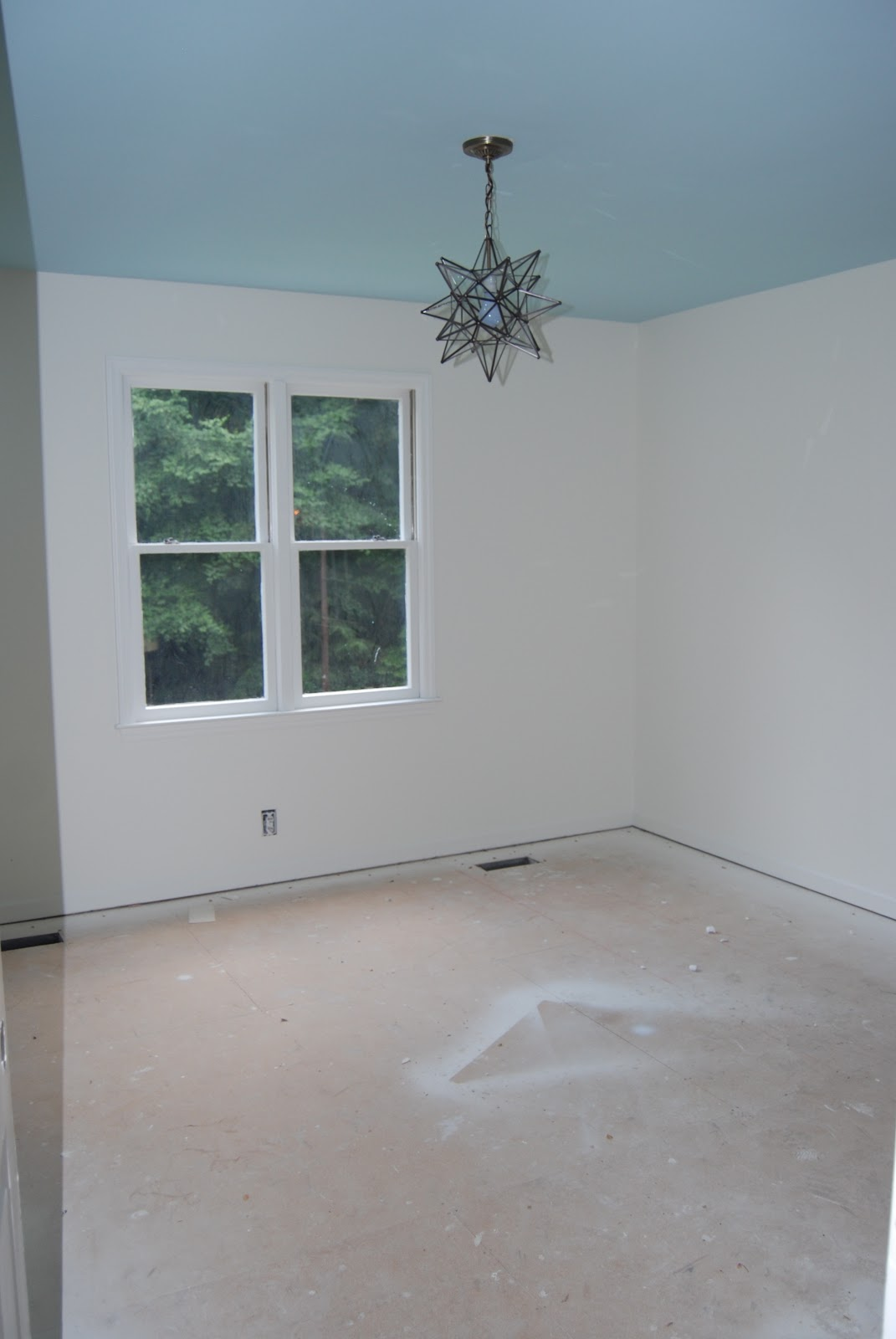 Rob s room painted bm s 50 50 linen white decorator s white ceiling