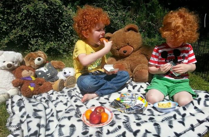 Barny Bear's Little Adventure - Teddy bears picnic eating fruit and snacks