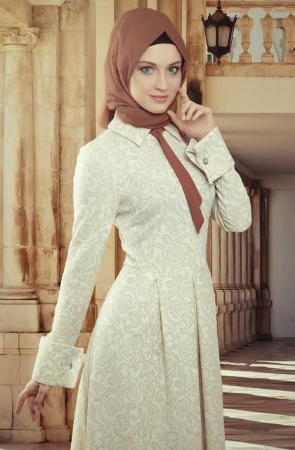 Une magnifique tenue Hijab Fashion Turque en dentèle, elle ravira toutes les Mohajabas qui cherchent un vêtement Hijab Moderne et ample à la fois.