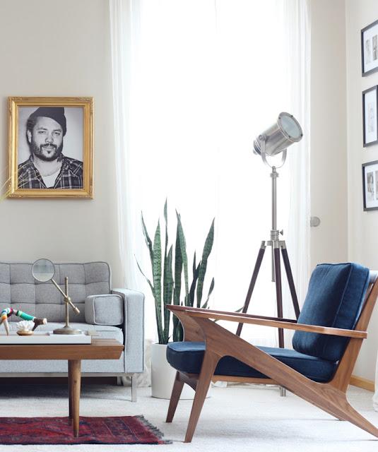 Einrichten und Wohnen wie ein Hipster - Sessel in Holz mit losem Polster als dänisches Design im Wohnzimmer