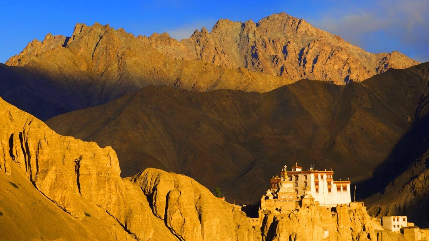 Lamayuru Monastery, Kargil District, western Ladakh, India (© Jochen Schlenker/Corbis) 174
