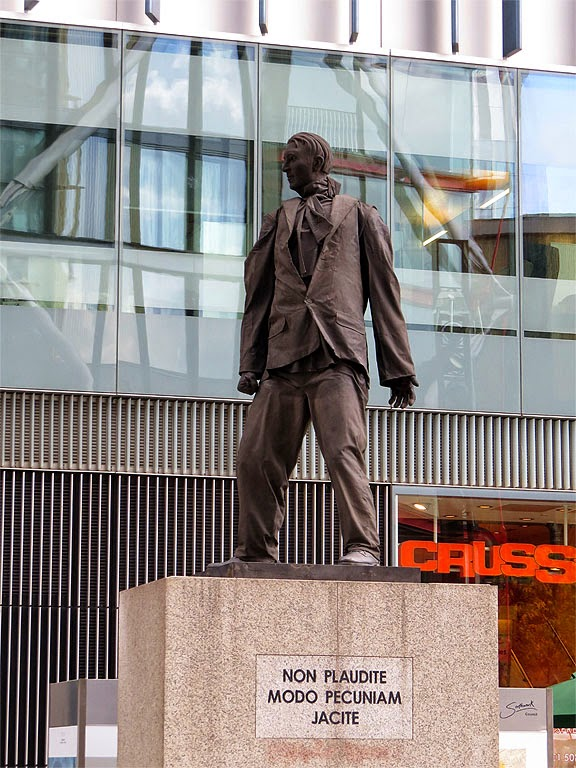 Monument to the Unknown Artist by Greyworld, Sumner Street, Southwark, London