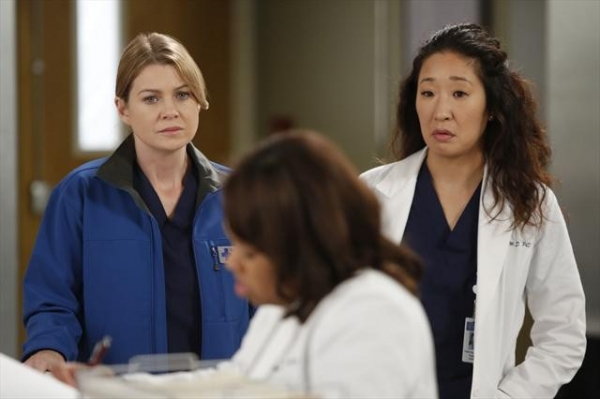 "sandra oh & ellen pompeo in grey's anatomy 9.12  ""walking on a dream"""