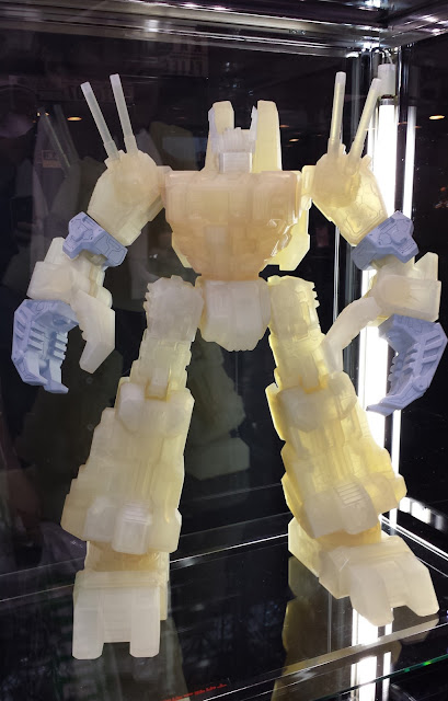 Sentinel Transformers Gigantic Action Scorpinok Figure