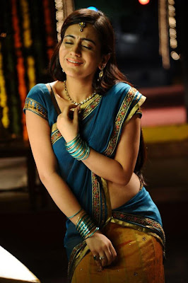 aksha in saree new glamour  images