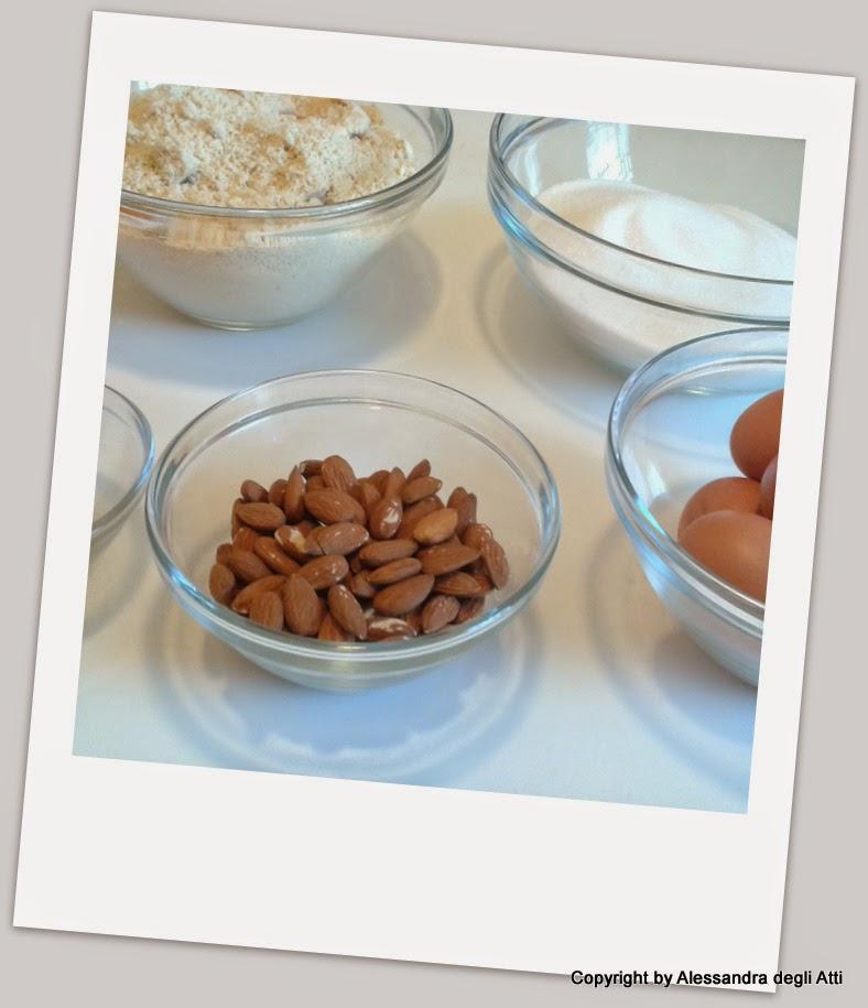 Ingredienti biscotti alle mandorle