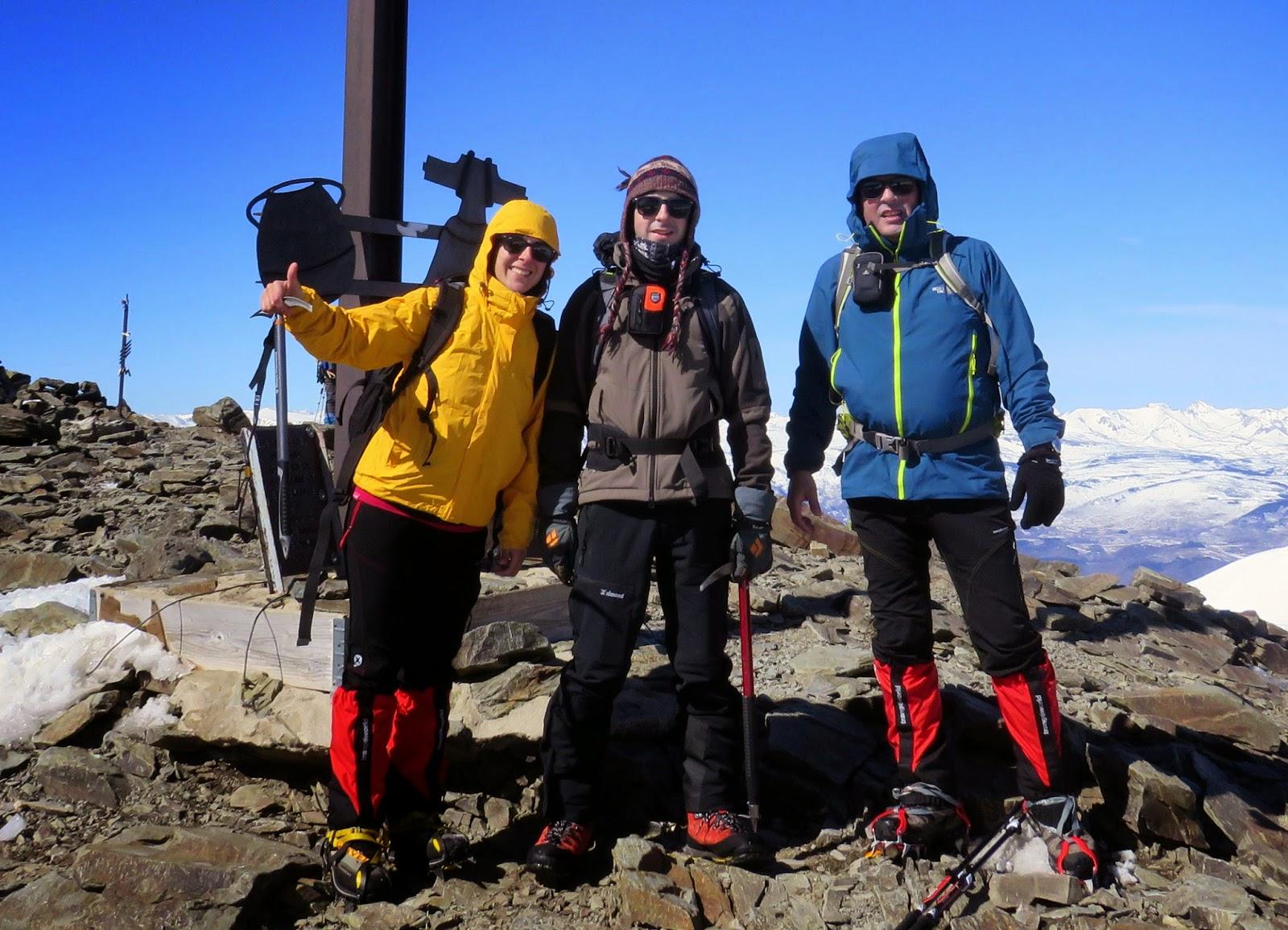 Cima del pico Puigmal con su cruz característica.