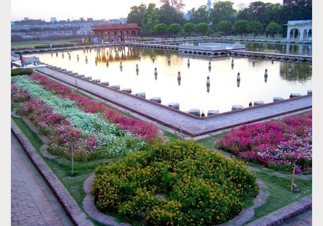 أجمل 10 حدائق فى العالم .. 68231-1362403336.jpg
