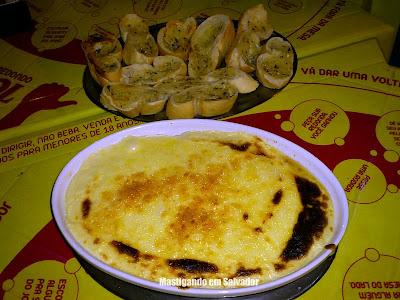 Conversa Fiada Bar e Restaurante: Escondidinho de Camarão com Pão de Alho