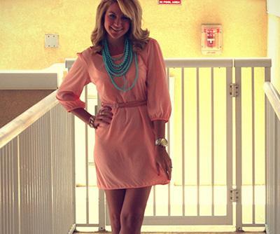 اجذبى زوجك اليك عن طريق لون ملابسك - امرأة ترتدى تلبس فستان - woman wear dress